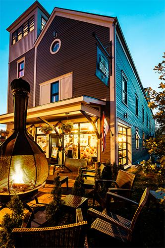 Terrasse microbrasserie | Restaurant, Auberge et Microbrasserie en Estrie | Auberge Sutton Brouërie