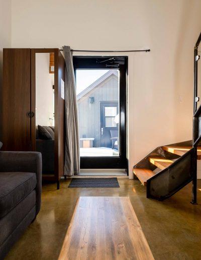 Chambre #1 - Rez-de-chaussée - vue porte extérieure | Hébergement à Sutton, Estrie | Auberge Sutton Brouërie