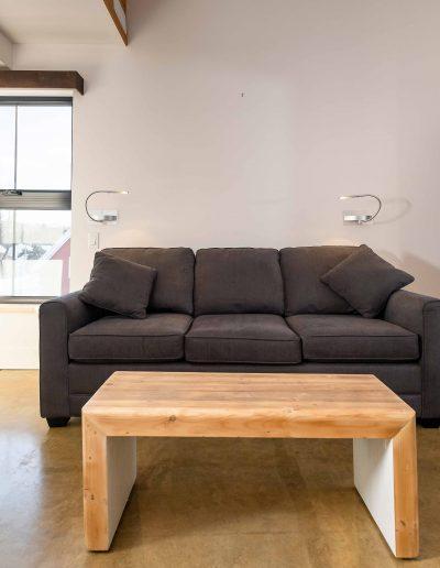 Chambre #1 - Rez-de-chaussée - vue sofa | Hébergement à Sutton, Estrie | Auberge Sutton Brouërie