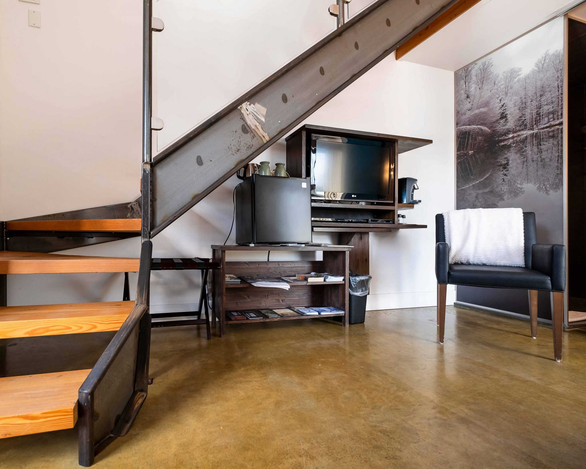 Chambre #1 - Rez-de-chaussée - vue coin télévision | Hébergement à Sutton, Estrie | Auberge Sutton Brouërie