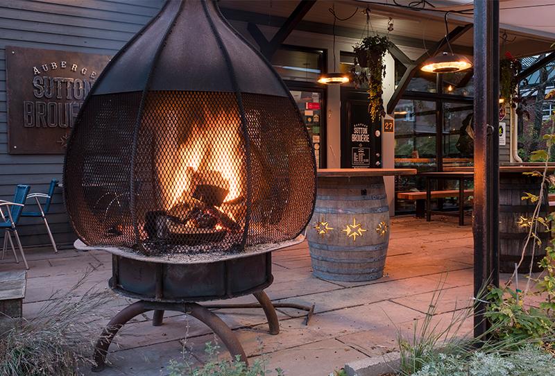 Terrasse de l'Auberge Sutton | Restaurant, auberge et microbrasserie située en Estrie | Auberge Sutton Brouërie