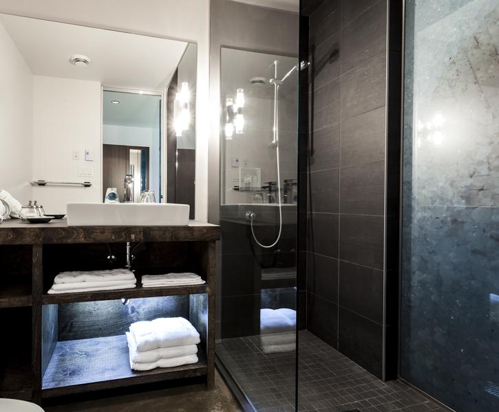 Chambre - Salle de bain | Hébergement à Sutton, Estrie | Auberge Sutton Brouërie